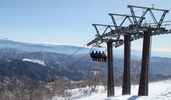 Meiho Ski Resort operates all chairlifts even in warm winter!